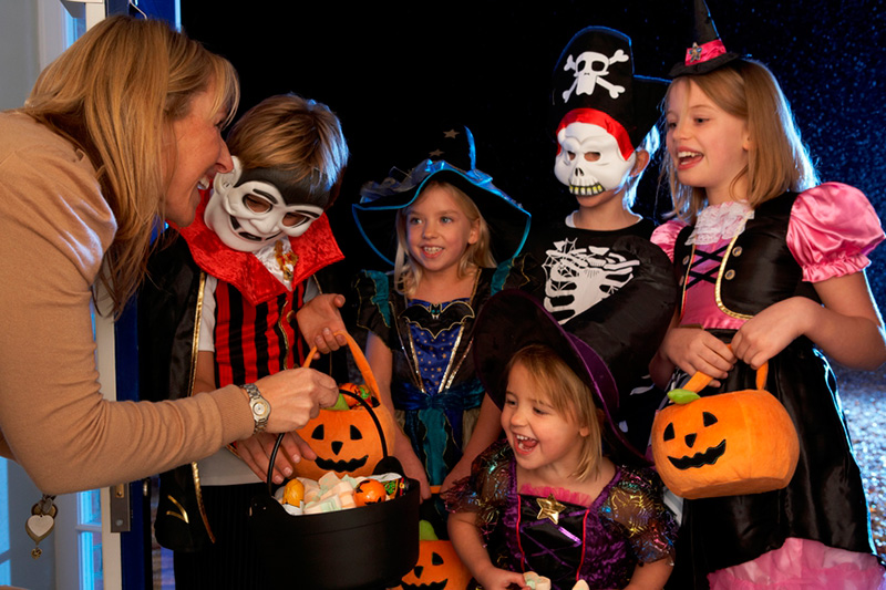 Halloween Safety Tips for Drivers and Trick-or-Treaters